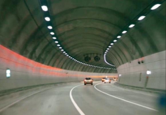 太阳能隧道灯